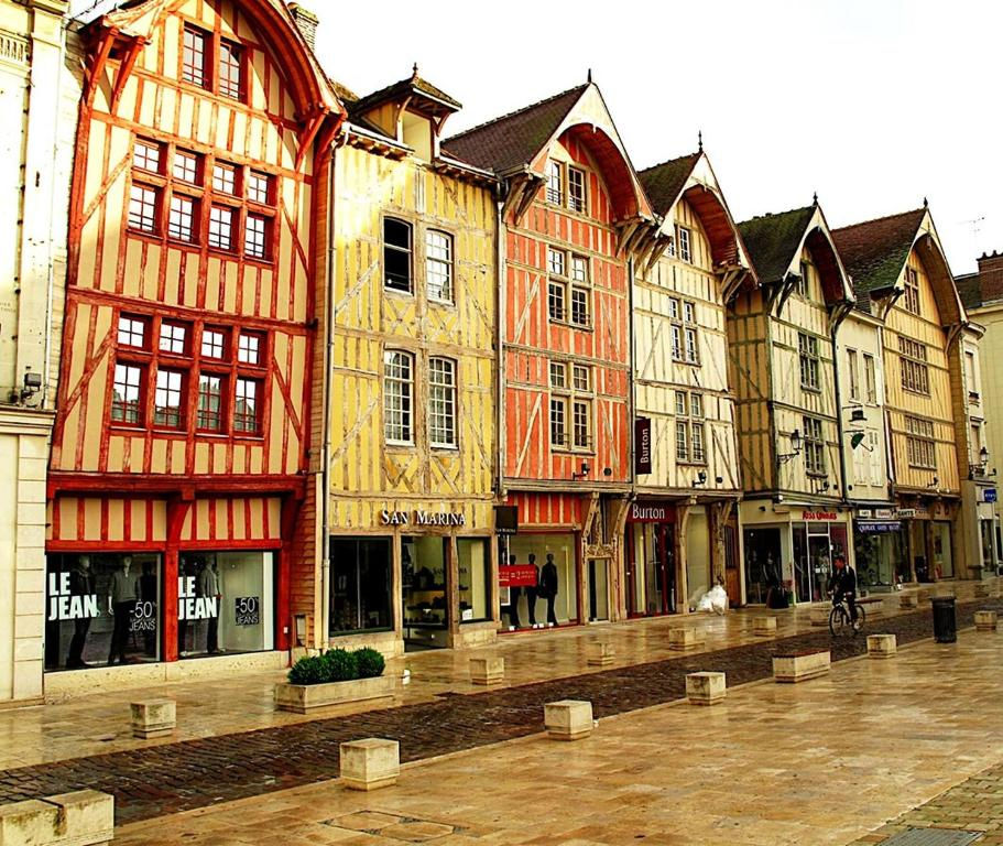 troyes  Le Petit Cocon de Troyes, Troyes – Updated 2019 Prices