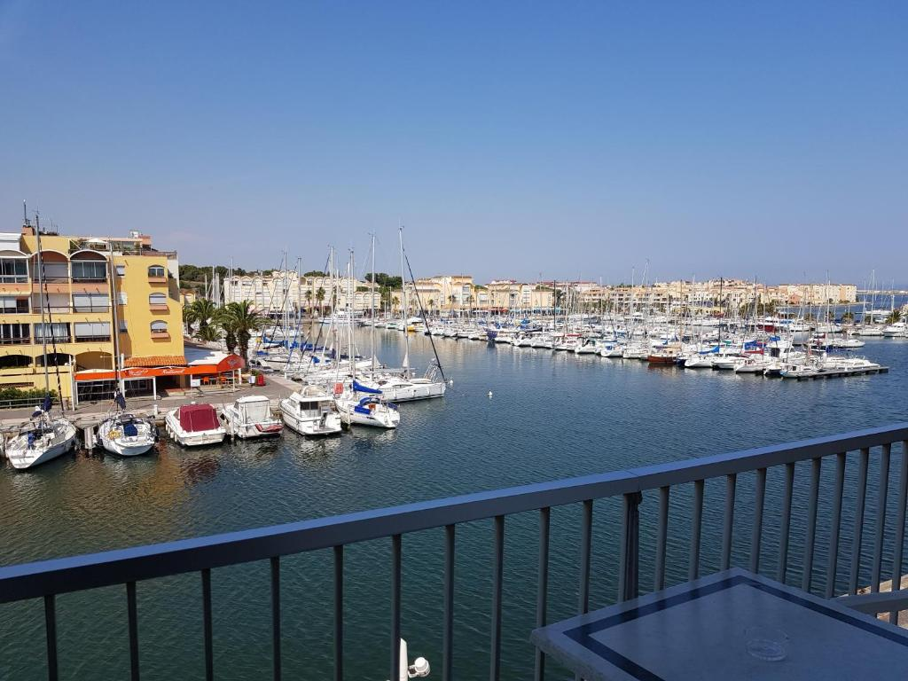 Hôtel Port Beach Gruissan France Bookingcom - Hotel port beach gruissan
