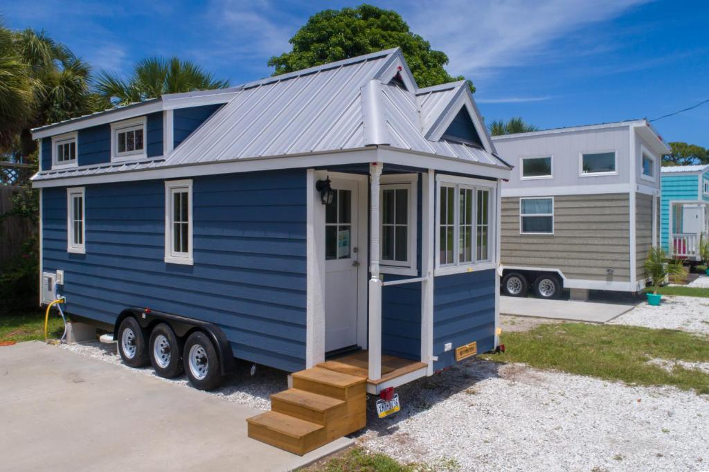 Vacation Home Tiny House Siesta, Sarasota, FL - Booking.com on small victorian bathrooms, small modular bathrooms, small yurt bathrooms, small ranch bathrooms, small bathroom remodel before and after, small farmhouse bathrooms, small garage bathrooms, small bungalow bathrooms, small apartment bathrooms, small restaurant bathrooms, small office bathrooms, small hotel bathrooms, small european bathrooms, small log home bathrooms, small commercial bathrooms, small bathroom floor designs, small bathroom remodeling ideas, small cottage bathrooms, small zen bathrooms, rv bathrooms,