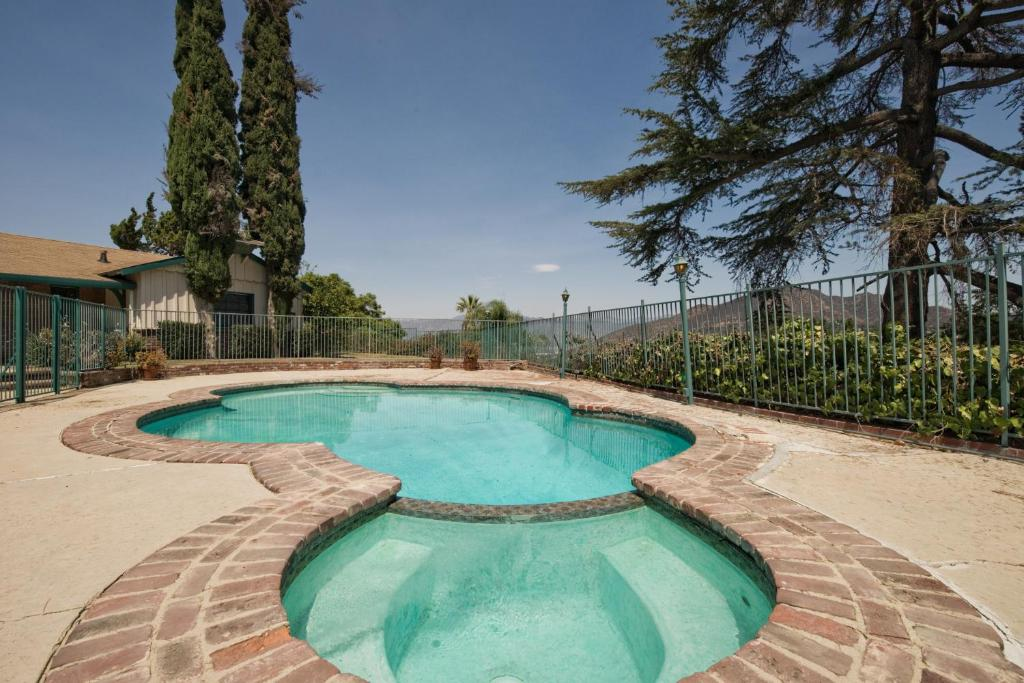Vacation home hollywood house spectacular view pool spa los angeles ca for California private swimming pool code