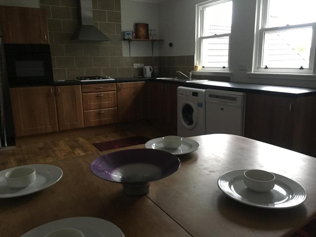 A kitchen or kitchenette at Kings Seat
