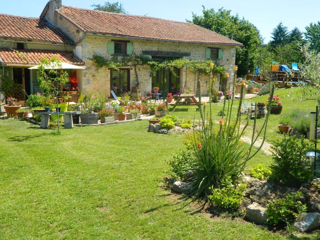Apartments In Saint-front-sur-nizonne Aquitaine