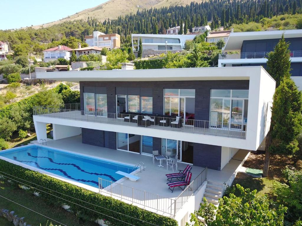 Modern swimming villa shkod r albania - Modern house with pool ...