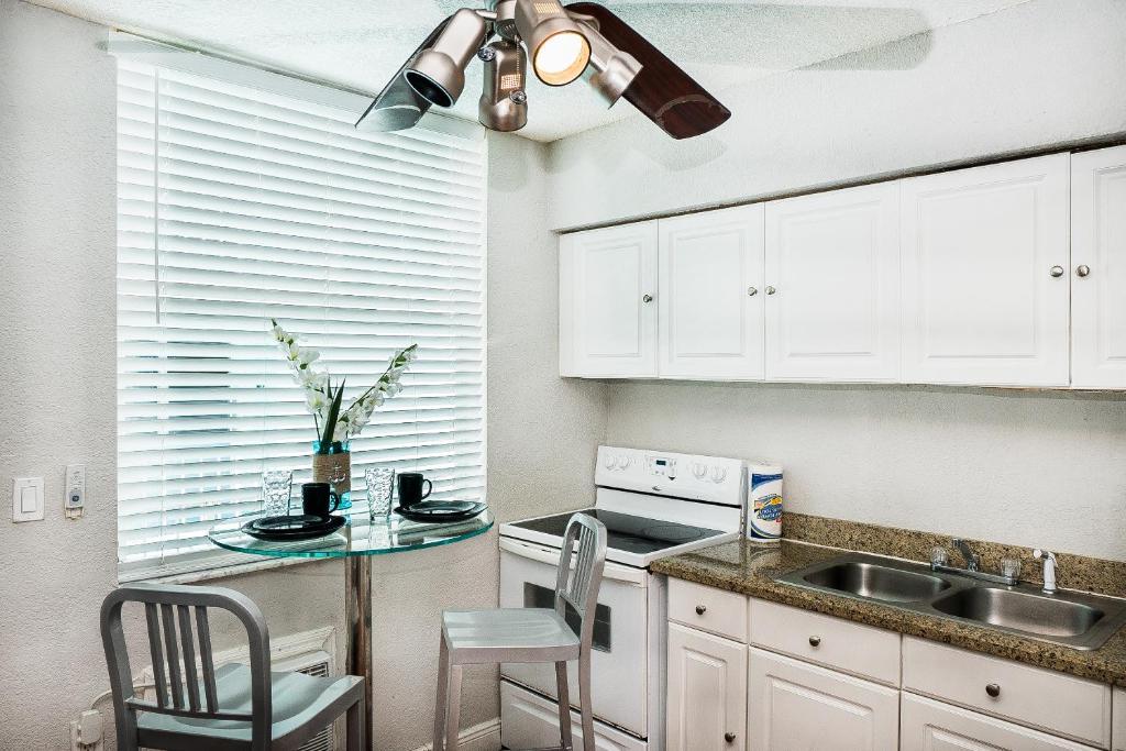Cozy 1/1 Apartment at the Beach, Miami Beach, FL - Booking.com