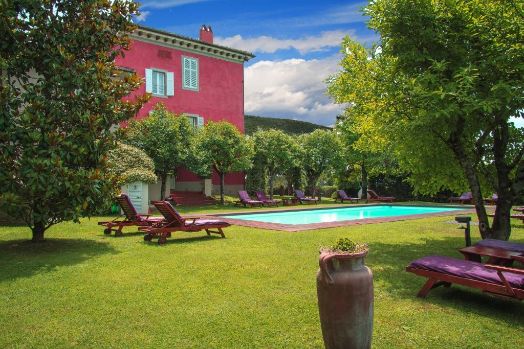 The swimming pool at or near Villa Cassia di Baccano