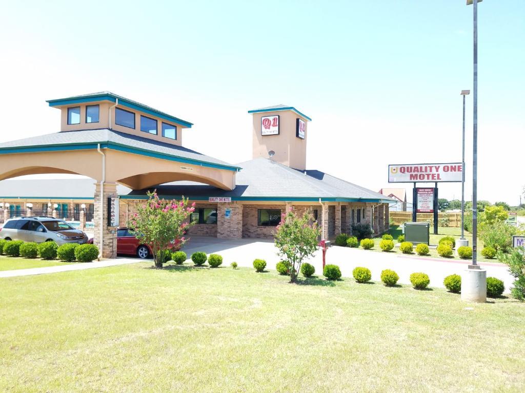 Quality One Motel