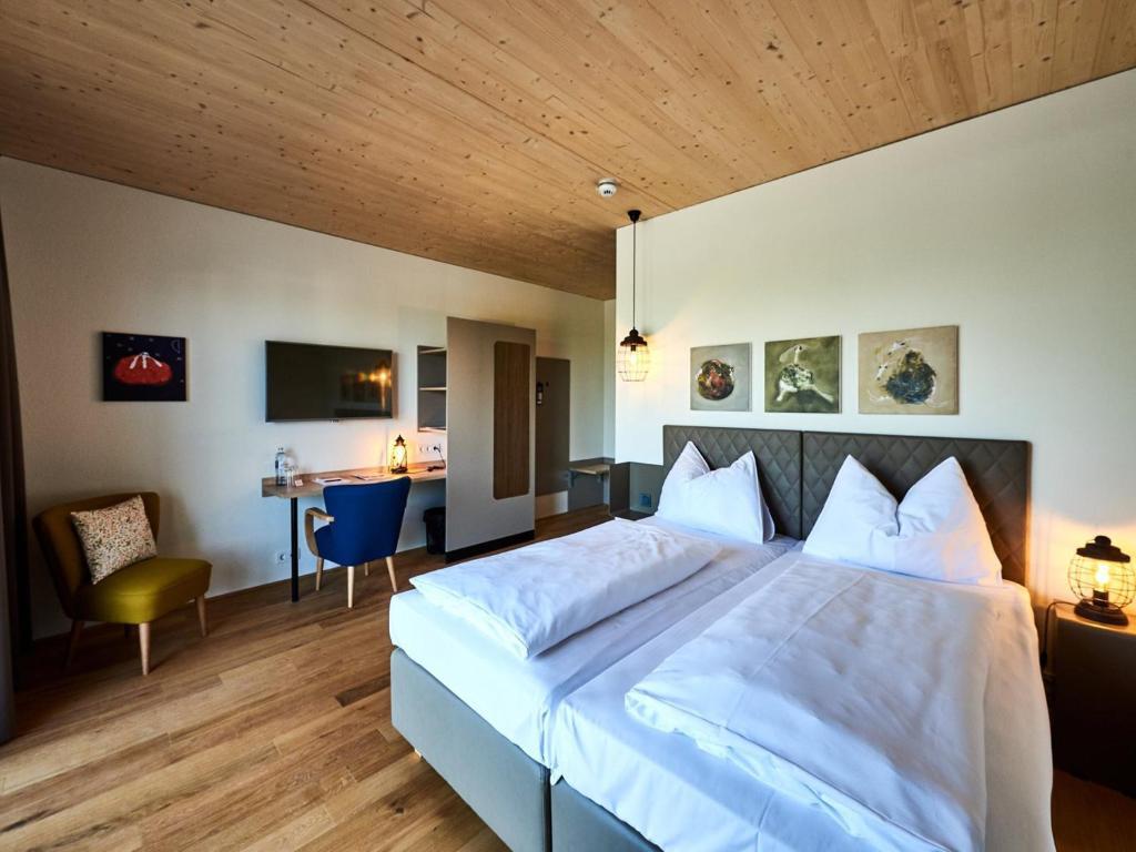 Katamaran rust  Hotel Katamaran (Avusturya Rust) - Booking.com