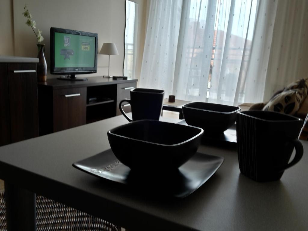 A television and/or entertainment center at Apartament w Villa Marea