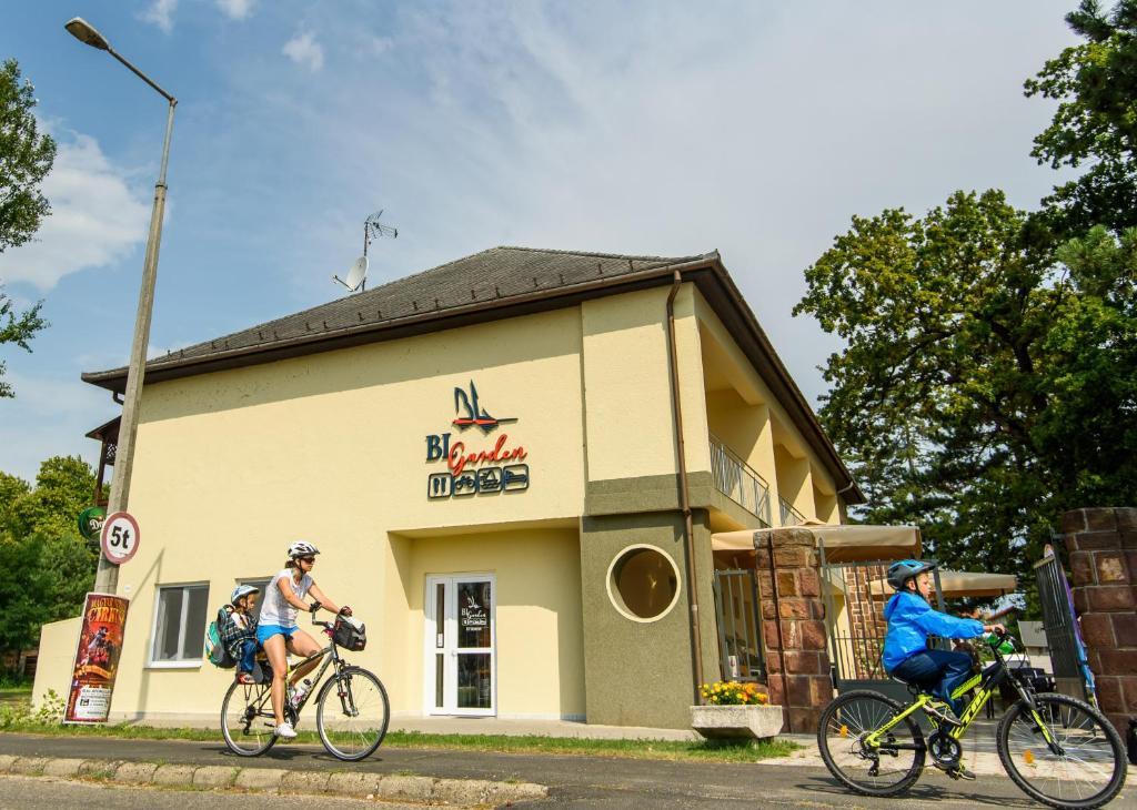 Outdoor Küche Aus Ungarn : Hotel bl garden ungarn balatonlelle booking