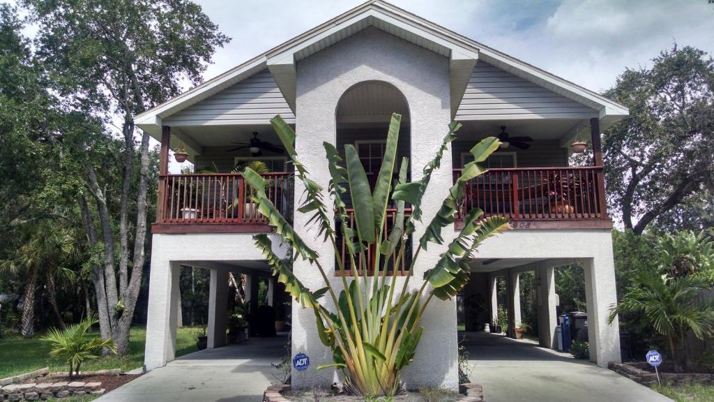Vacation Home Treehouse Tampa Fl Booking Com