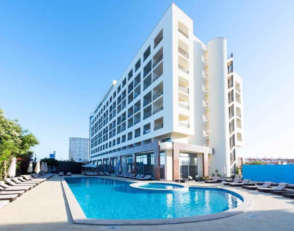 Резултат с изображение за tryp lisboa caparica mar hotel