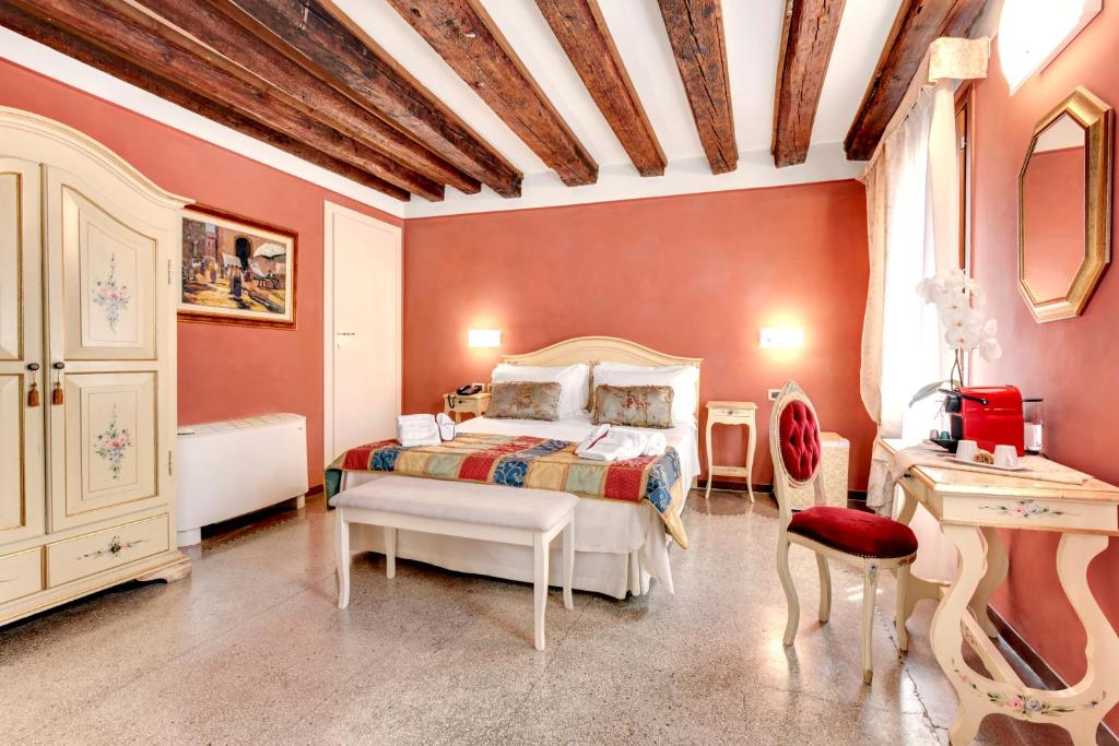 A bed or beds in a room at Ca' Riza
