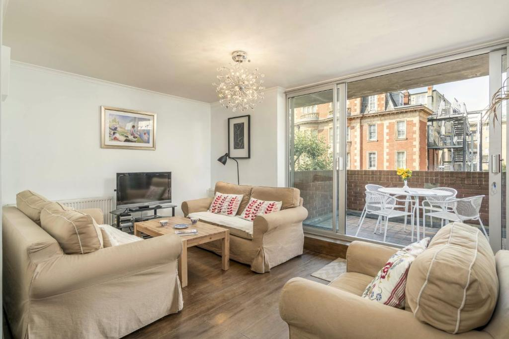 A seating area at Three Bedroom Apt in Central London