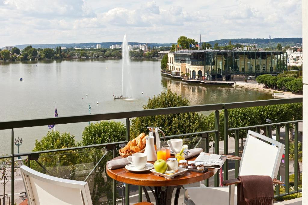 Hôtel Barrière LHôtel Du Lac France EnghienlesBains Bookingcom - Salle de sport enghien les bains