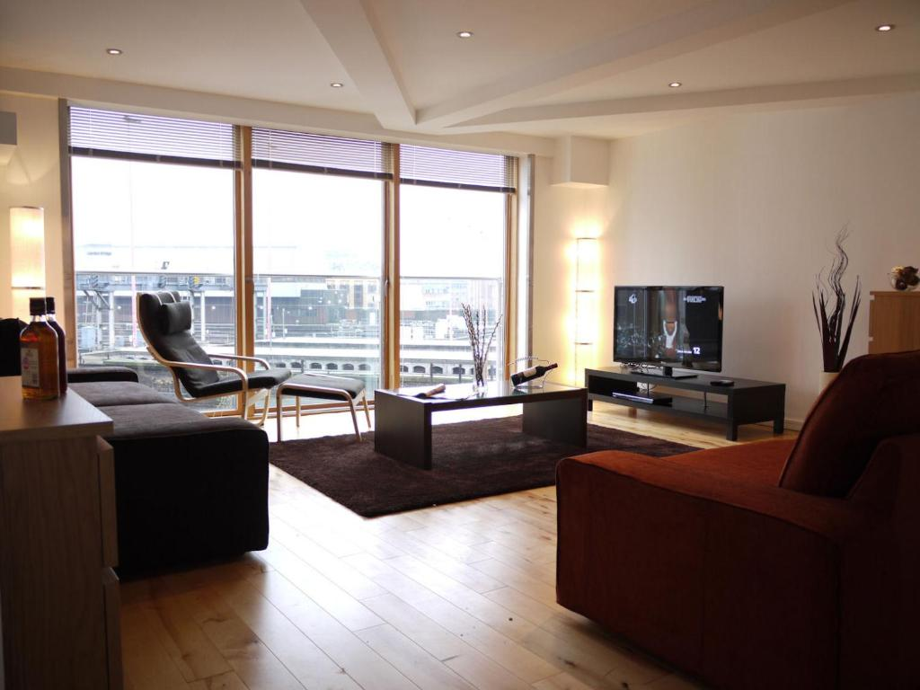 Apartment Inside Tower Bridge river side apartments, london, uk - booking