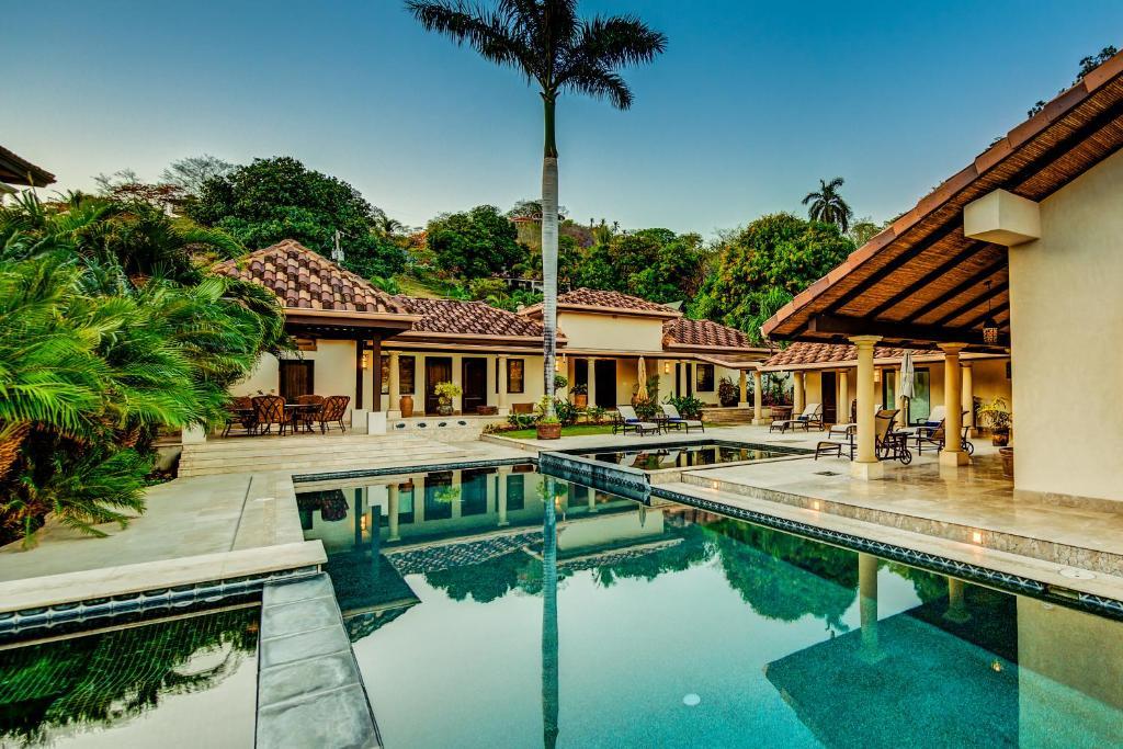 Villa casa playa bonita five bedrooms playa flamingo - Casa de playa ...