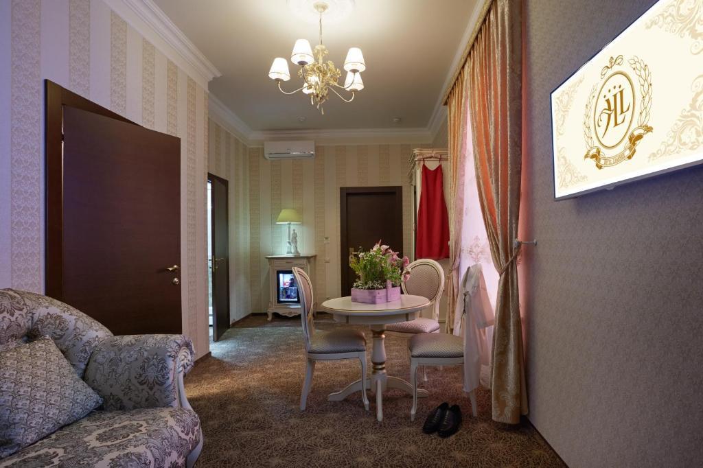 Гостиная зона в Hotel Legenda
