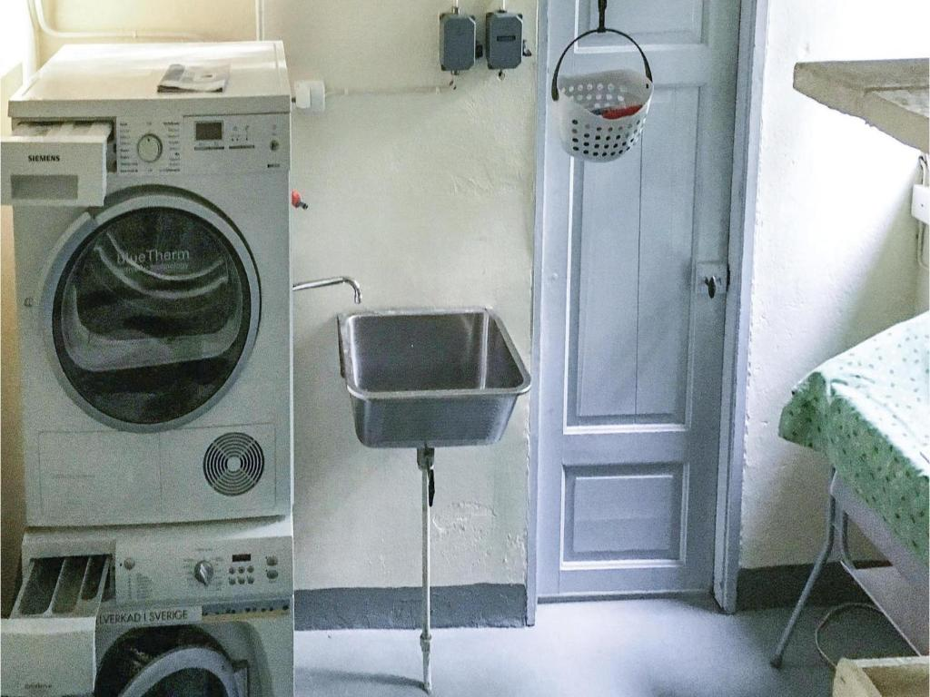 Siemens Kühlschrank Holiday Funktion : Two bedroom holiday home in katrineholm schweden Ändebol
