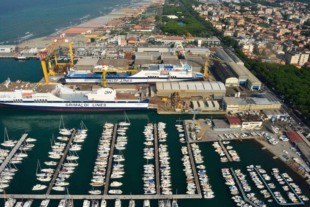 Affittacamere marina azzurra italia marina di carrara - Bagno mistral marina di carrara prezzi ...