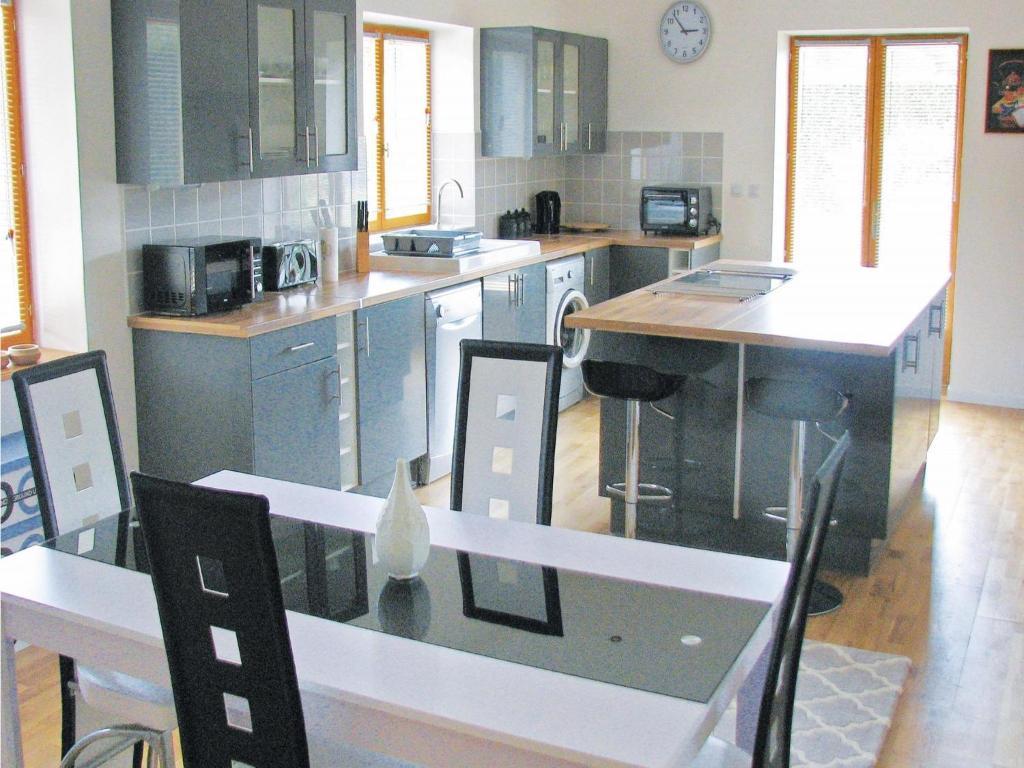 Two-Bedroom Holiday home Saint Front la Riviere 0 09, Saint-Front-la ...