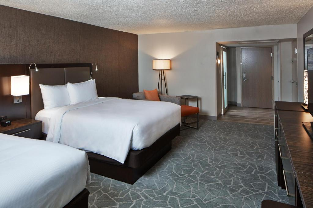 A Bed Or Beds In Room At Doubletree By Hilton Atlanta Perimeter Dunwoody