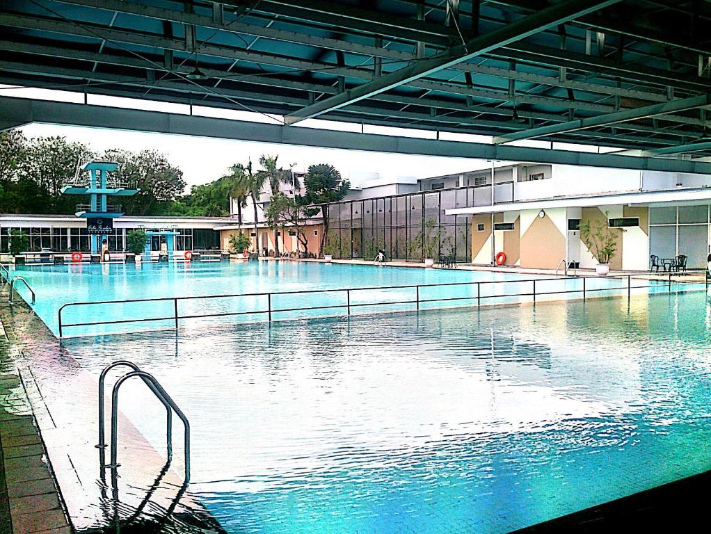 whiz prime hotel darmo harapan surabaya surabaya harga 2019 terbaru rh booking com  hotel kolam renang pribadi surabaya