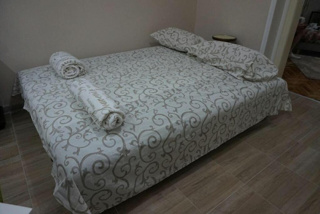 A bed or beds in a room at MK apartments 2