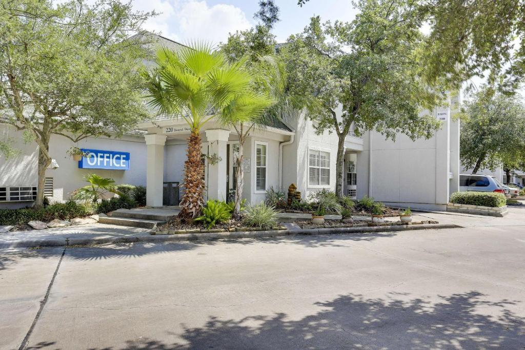 Hotel Studio 6 Houston - Spring, TX - Booking.com