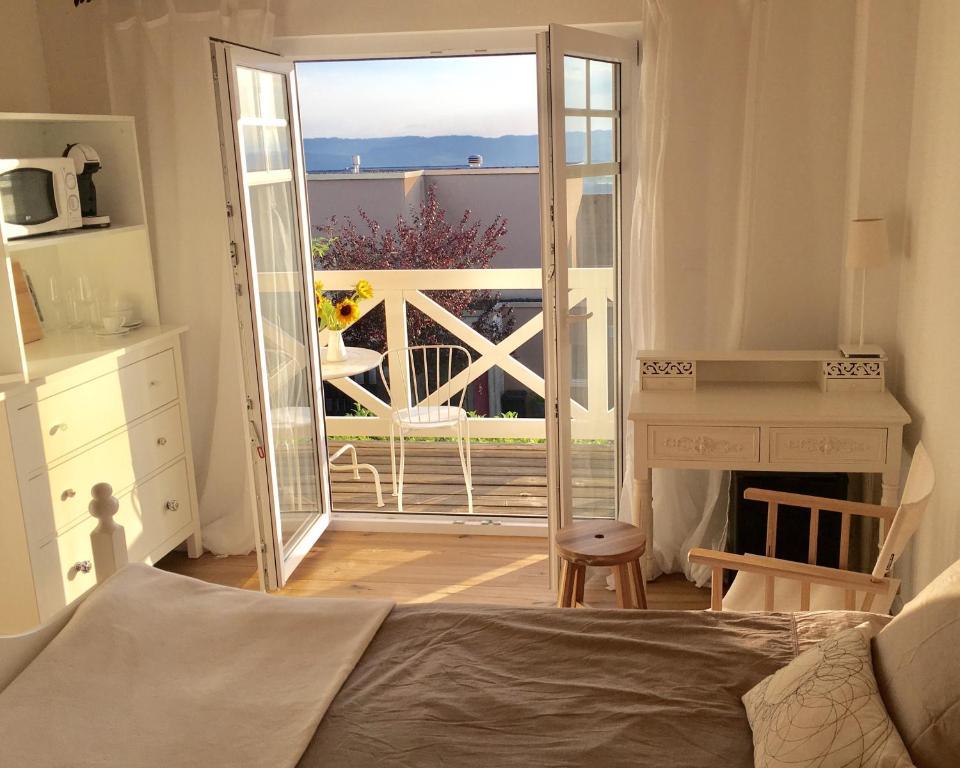Hotel Zimmer Mit Bad Und Balkon Schweiz Widen Booking Com