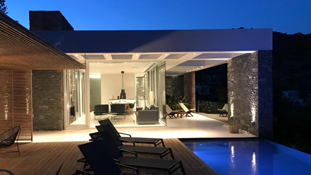 109281887 - A  Luxury Villas