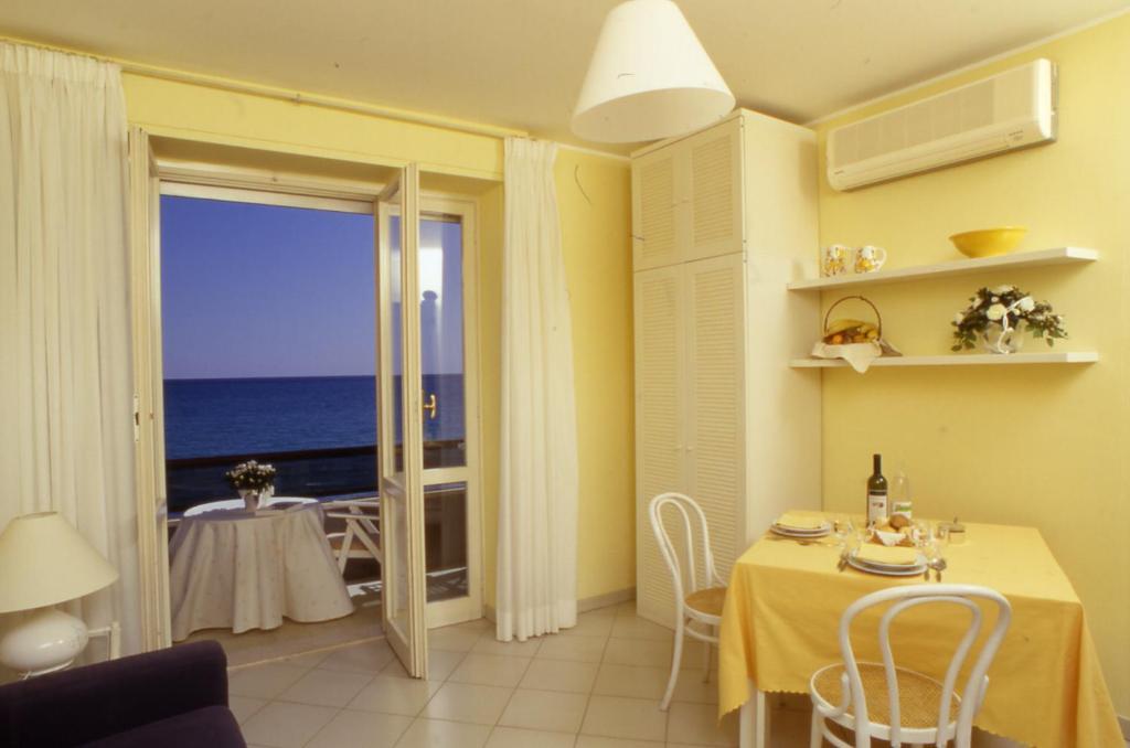 Emejing Residence Terrazze Alassio Ideas - Idee Arredamento Casa ...