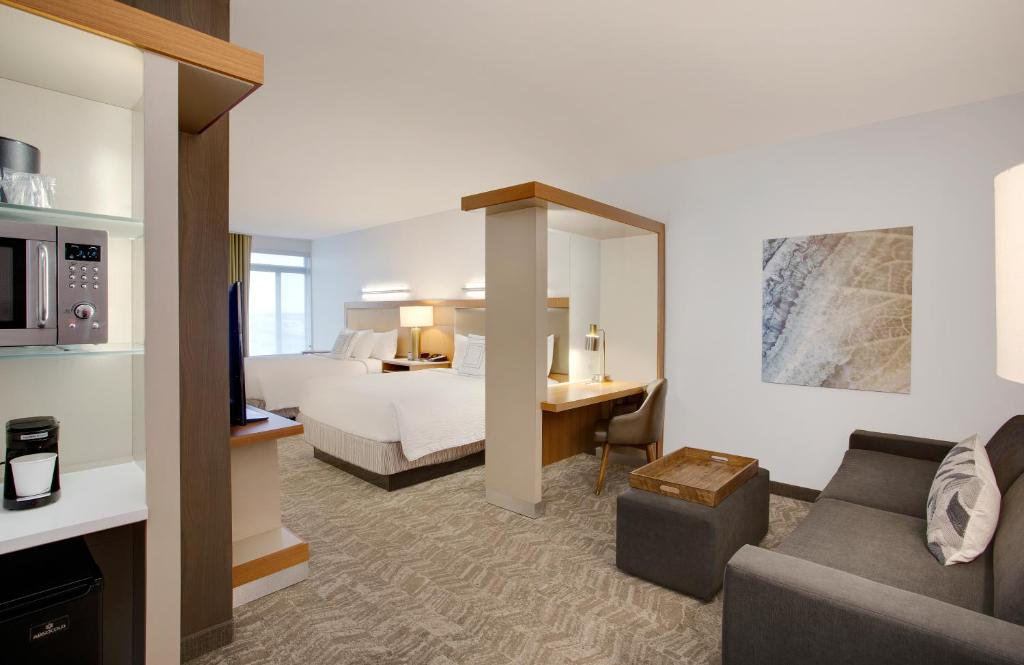 A room at the SpringHill Suites Hartford Airport/Windsor Locks.