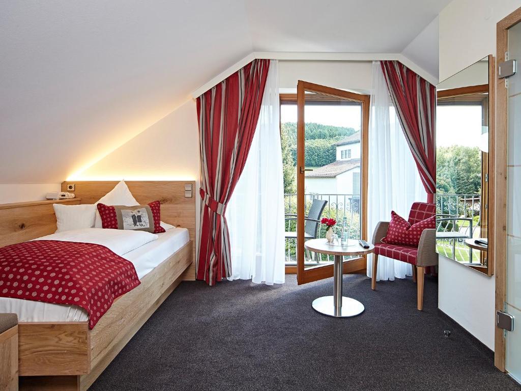 Ein Bett oder Betten in einem Zimmer der Unterkunft Landhotel Mohren