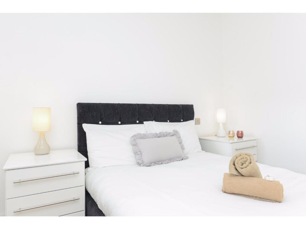 Modern and Spacious Apartments, London, UK - Booking.com