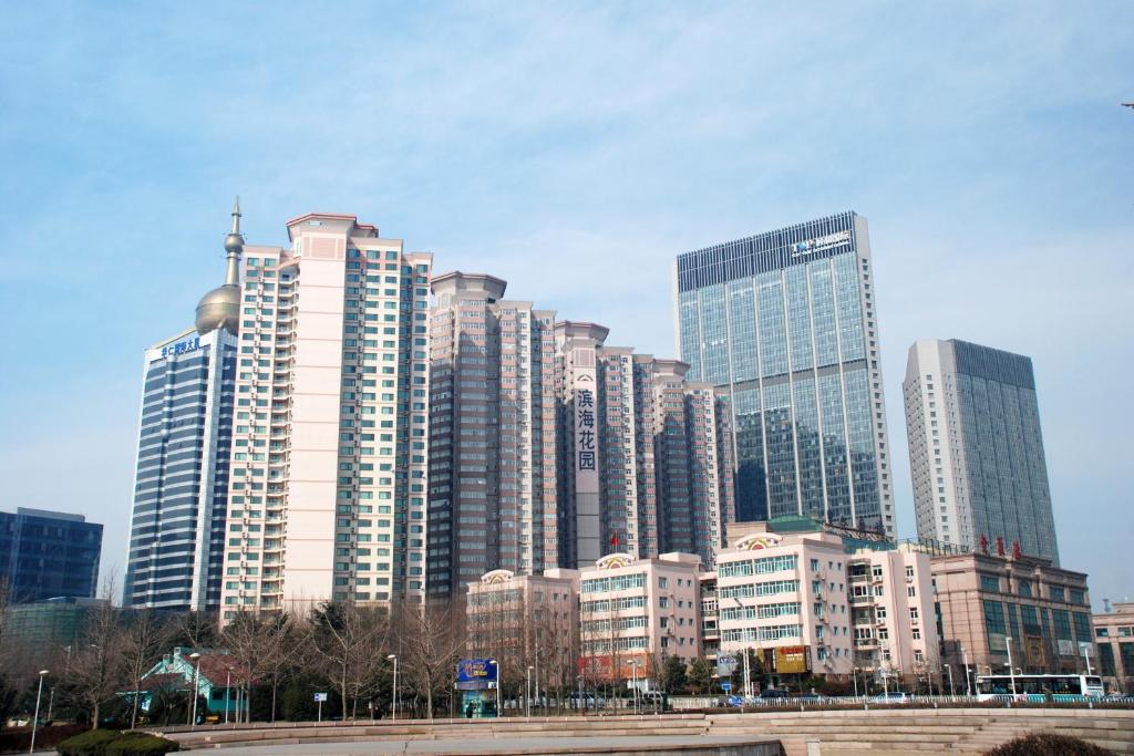 Time in qingdao china right now