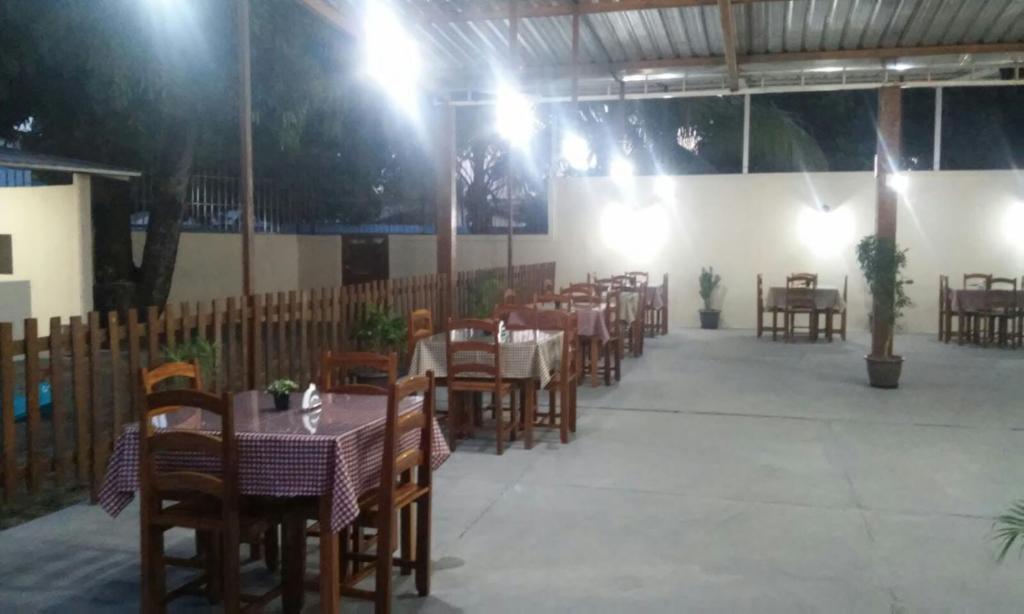 Restaurant o un lloc per menjar a Boa Vista Hostel