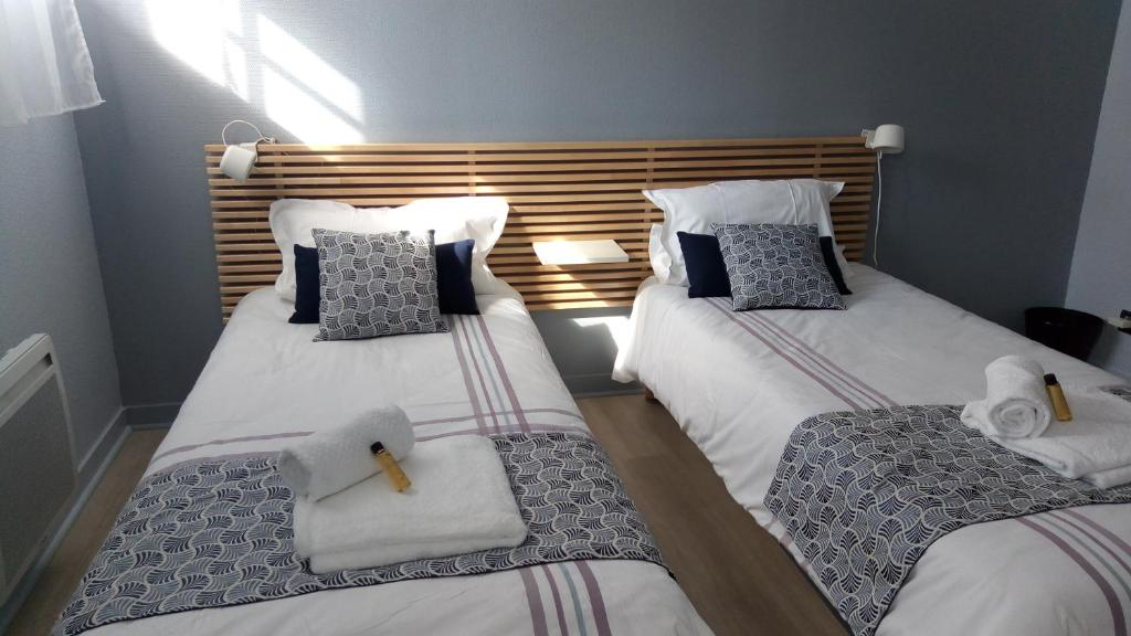 A bed or beds in a room at ULVF La Citadelle de Conflans