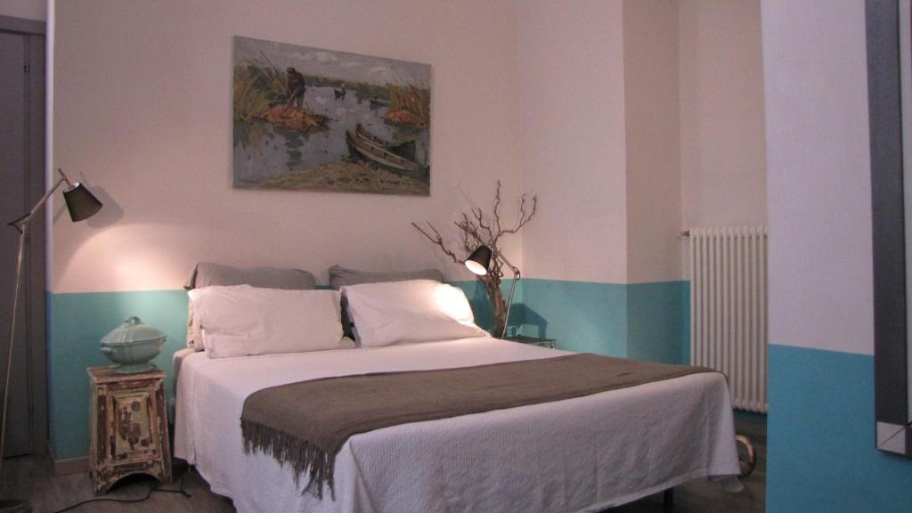 A bed or beds in a room at Trastevere Colors