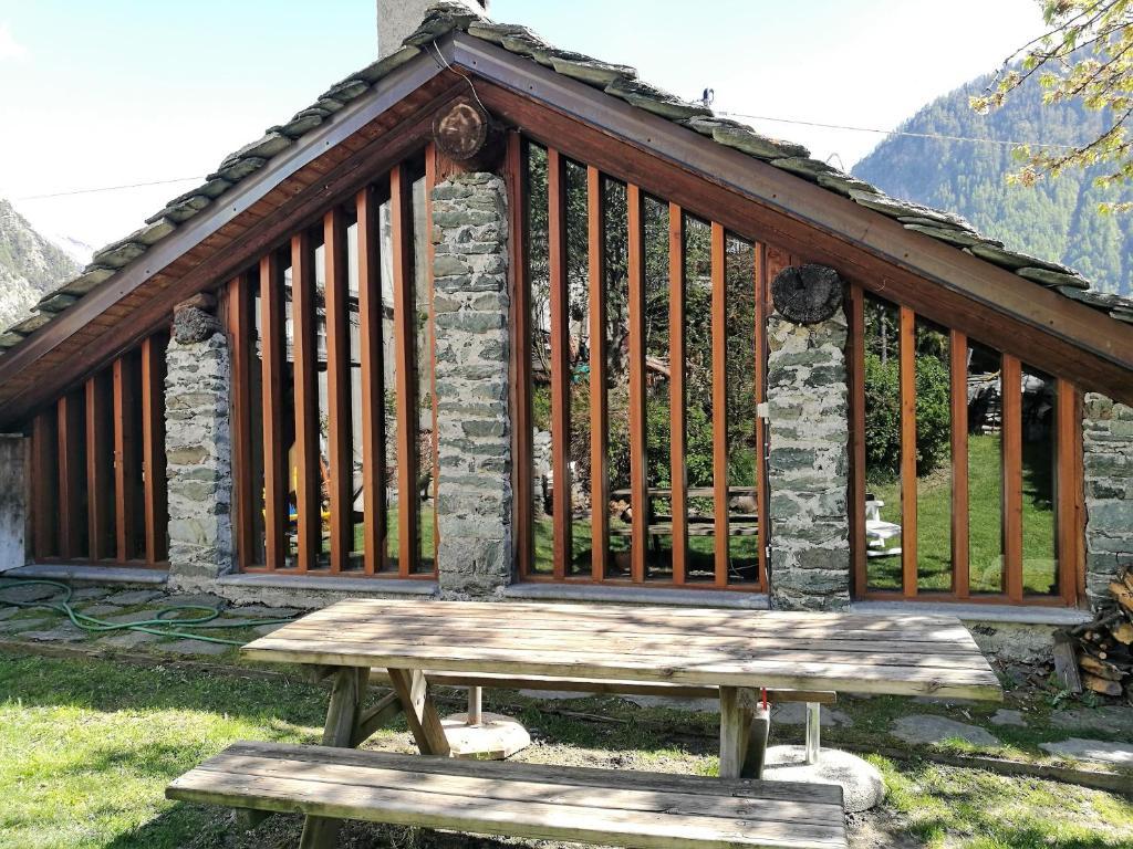 Favolosa casa di montagna brusson prezzi aggiornati per for Case di montagna