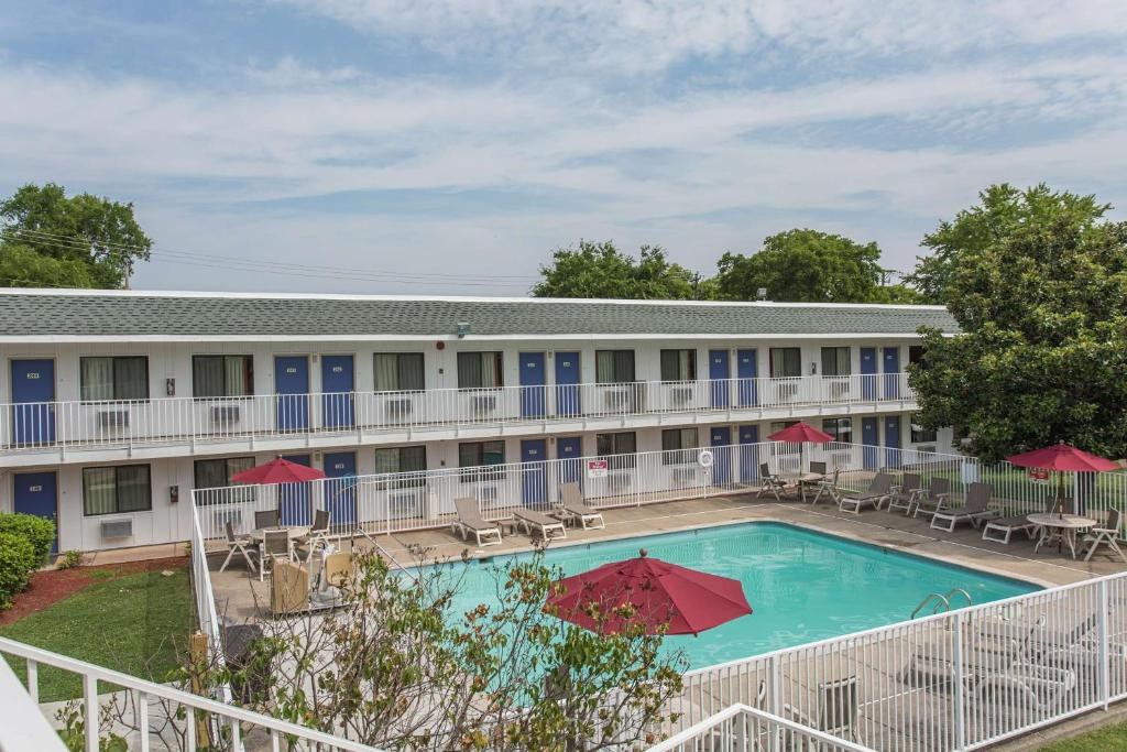Motel 6 Goodlettsville, TN - Booking.com on