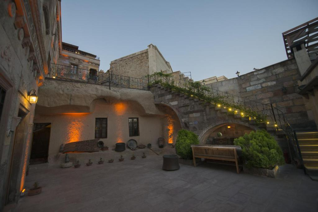 Vineyard Cave Hotel