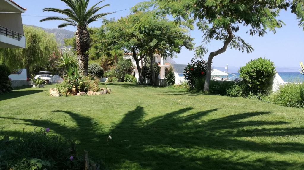 Κήπος έξω από το Marina Rooms