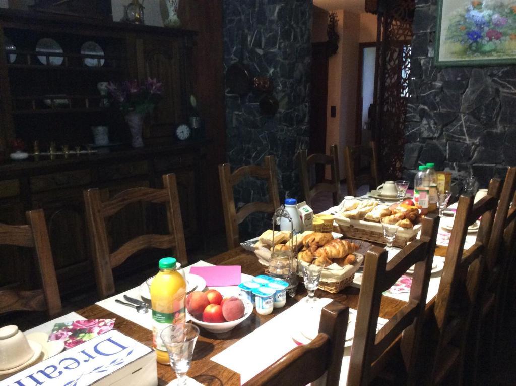 Restaurant ou autre lieu de restauration dans l'établissement Demeure d'hôtes Les Irisynes
