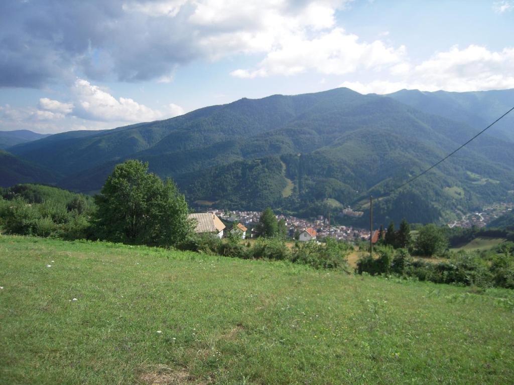 Pogled na planinu ili pogled na planinu iz vikendice