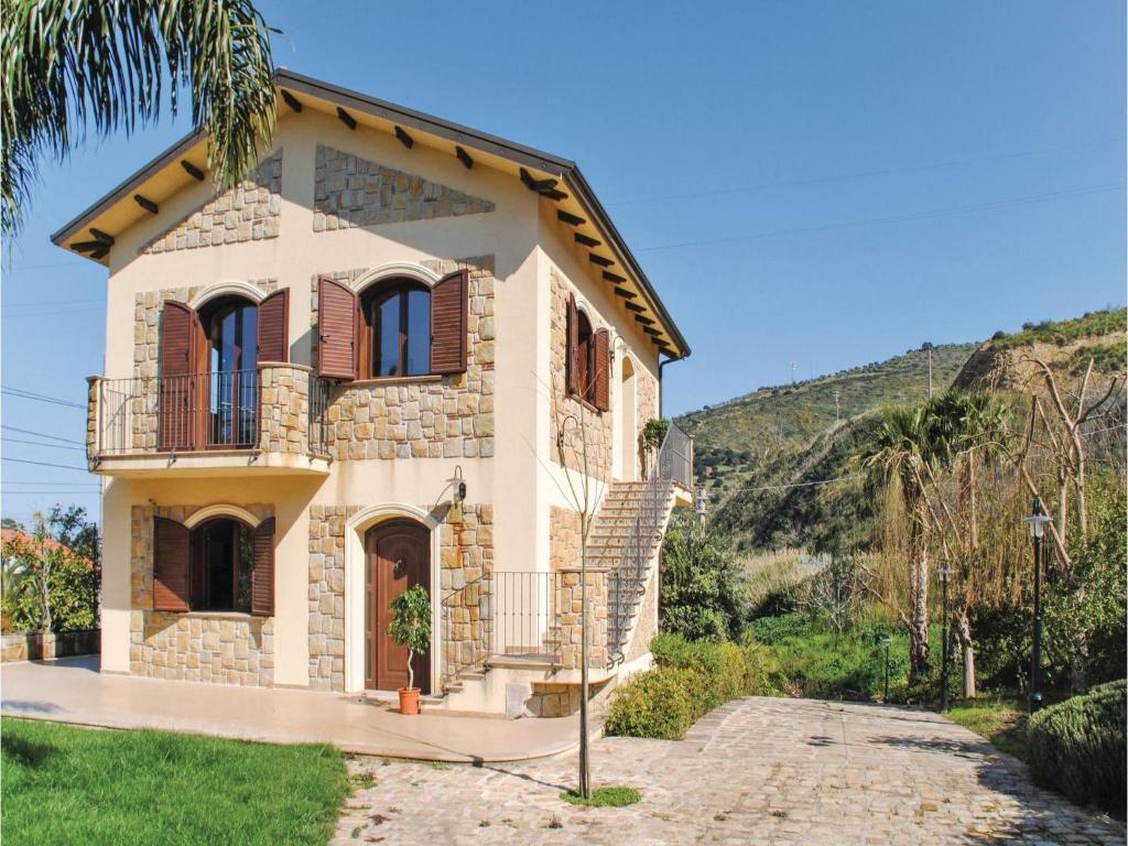 Hôtel proche : Castel di Tula SS113 km