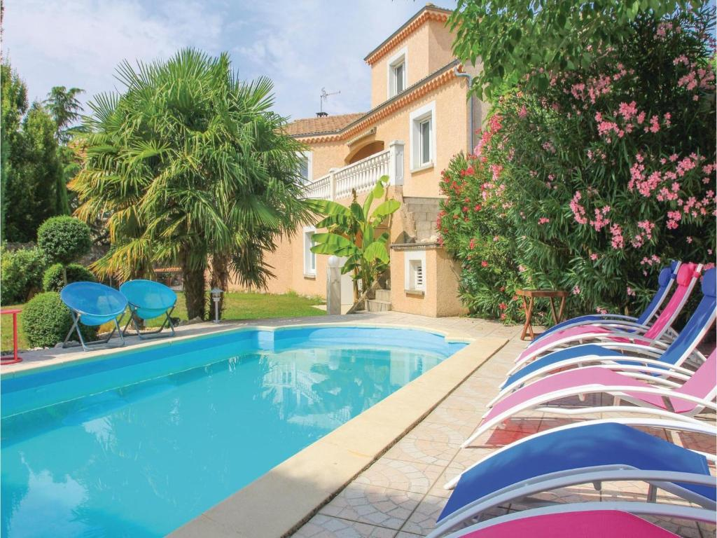 Piscine de l'établissement Five-Bedroom Holiday Home in Annonay ou située à proximité