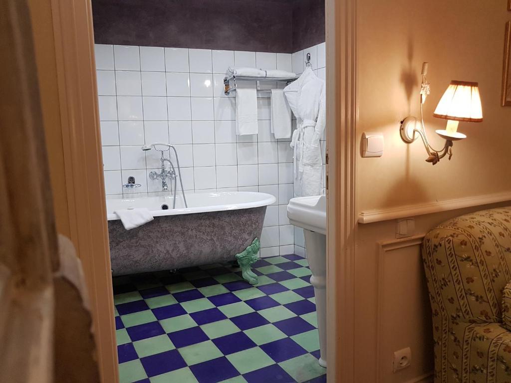 Hotel La Bastide Du Cours, Aix-en-Provence, France - Booking.com