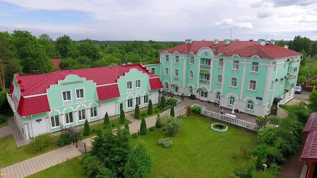 A bird's-eye view of Aleksandriya Peterhof