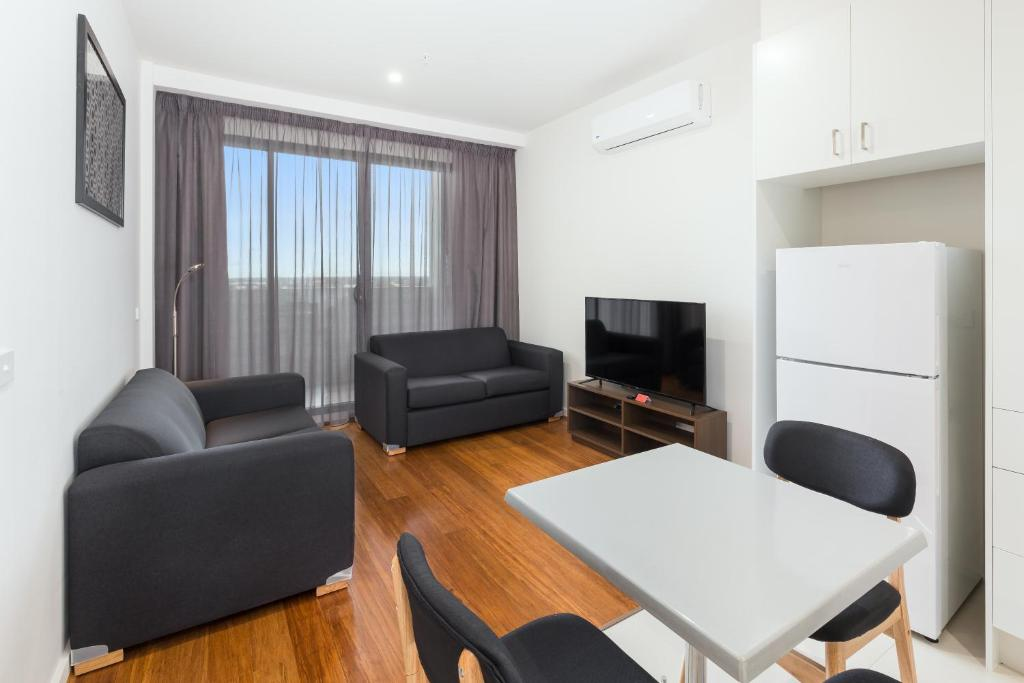 city edge dandenong apartment hotel australia. Black Bedroom Furniture Sets. Home Design Ideas