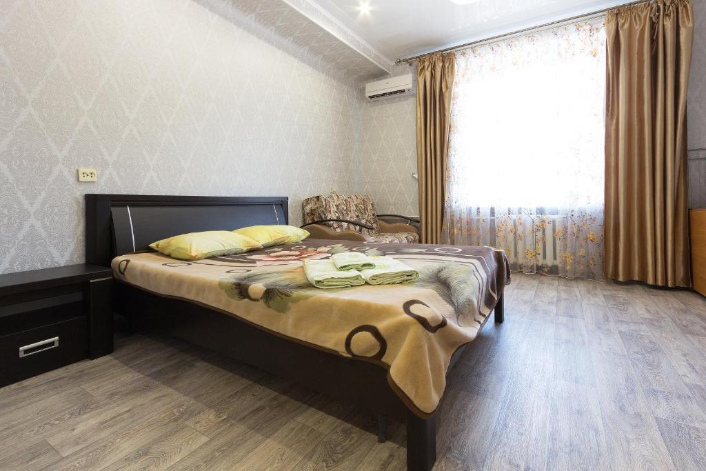 Кровать или кровати в номере Apartment on Ploshchad Lenina 12/2